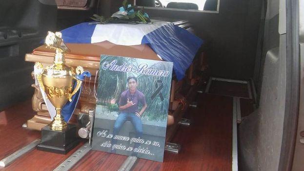 La familia de Matt Andrés Romero compró su féretro porque no quiso aceptar el que les dio el Gobierno. (El Nuevo Diario)
