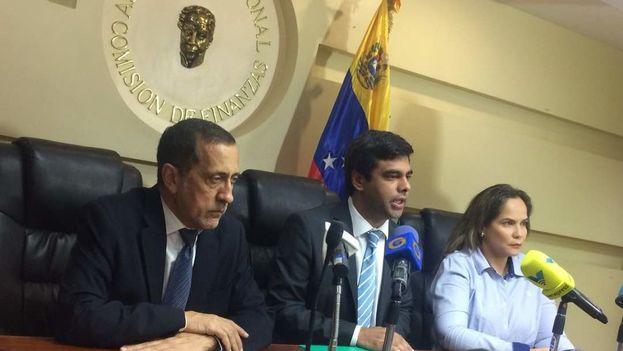 Ángel Alvarado ha denunciado repetidamente la caída en picado de la economía venezolana desde el Parlamento y en la calle. (EFE)