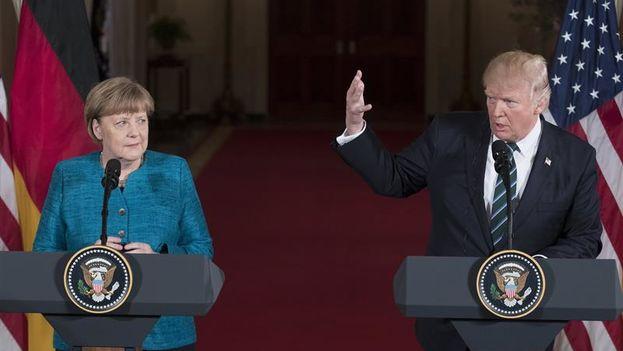 """En rueda de prensa junto a la canciller alemana, Angela Merkel, el presidente estadounidense ha dicho que """"la seguridad migratoria es seguridad nacional"""". (EFE)"""