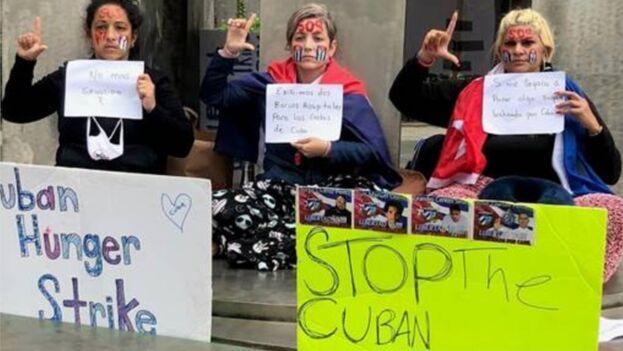Las activistas Anisley Pérez, Niurka Préstamos y Yamisderky Pelier viajaron desde la ciudad de Miami a la de Nueva York. (EFE)