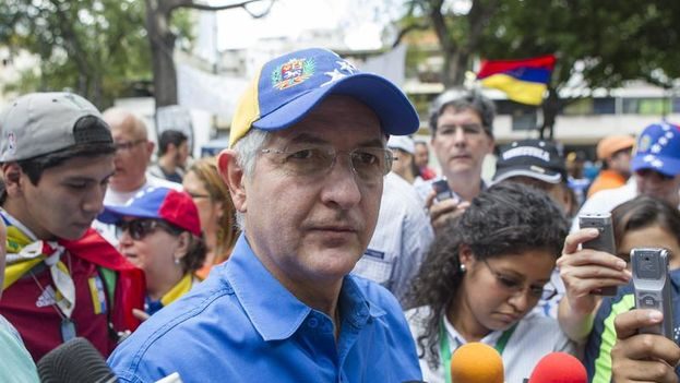 Antonio Ledezma, durante una marcha convocada por los estudiantes opositores en el municipio Chacao, en Caracas, en abril de 2014. (EFE/Santi Donaire)