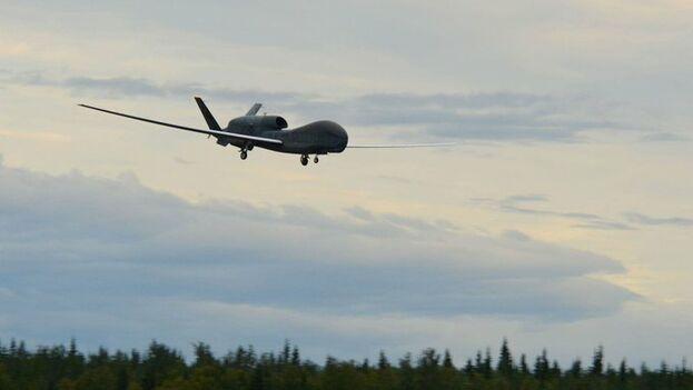 """La Armada estadounidense dijo haber derribado un dron iraní por realizar una maniobra """"hostil"""" al sobrevolar el estrecho de Ormuz. (EFE)"""