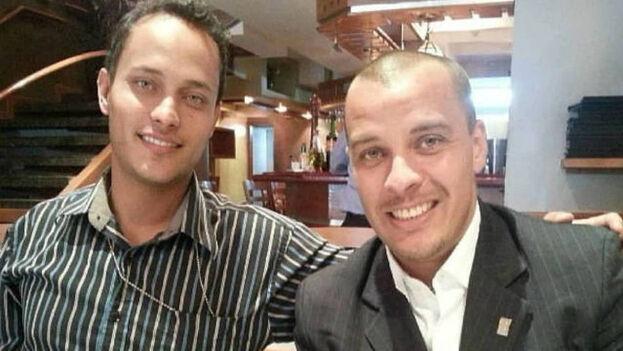 Luis Armando Pérez (d) y su hermano el capitán Óscar Pérez (i), el expolicía que se rebeló contra el régimen de Nicolás Maduro. (El Confidencial)