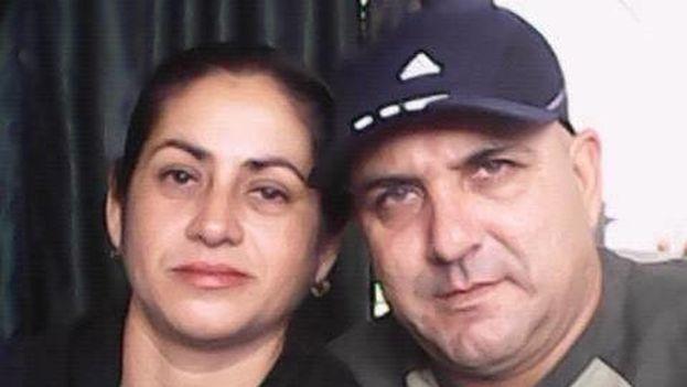 Armando Ávila y su esposa, Yurisleisy Pérez Calzada. (Facebook)