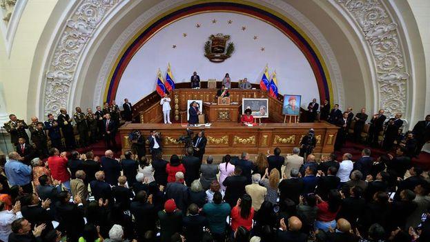 La Constituyente le quita los poderes al Parlamento — Golpe chavista