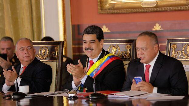 Maduro acudió a la Asamblea Nacional Constituyente para entregar el Proyecto de Ley Constituyente de la Fuerza Armada bolivariana. (@NicolasMaduro)