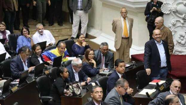 La incorporación a la Asamblea Nacional de los diputados del PSUV ha sido considerada relegitimación del órgano por su presidente, Juan Guaidó. (PSUV)