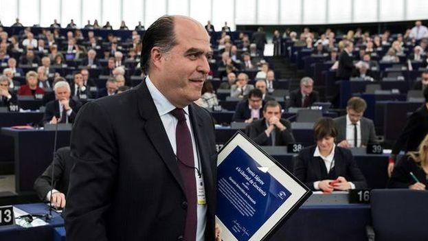 El presidente de la Asamblea Nacional Venezolana, Julio Borges, tras recoger el premio Sájarov a la Libertad de Conciencia del Parlamento Europeo. (EFE/Archivo)