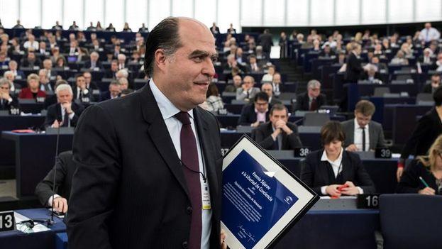 El presidente de la Asamblea Nacional Venezolana, Julio Borges, tras recoger el premio Sájarov a la Libertad de Conciencia del Parlamento Europeo. (EFE)