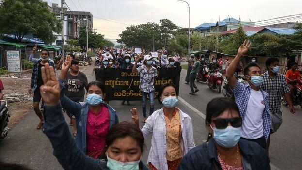 Según la Asociación para la Asistencia de Presos Políticos de Birmania, 765 personas han muerto a manos de las fuerzas de la junta desde el golpe de Estado y 4.609 han sido arrestadas. (EFE)