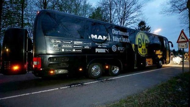 Ataque explosivo contra el Borussia Dortmund hiere al jugador español Bartra. (EFE)