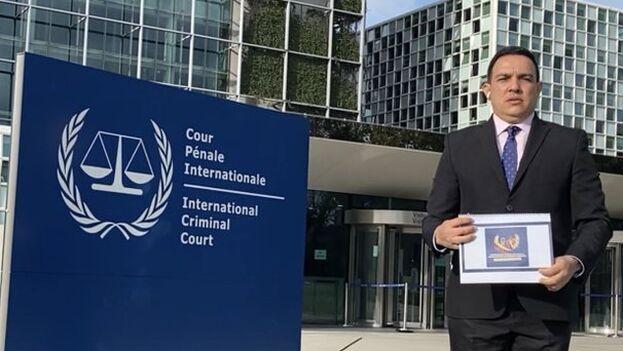 Wilmer Azuaje explicó que para poder entregar el informe a la CPI ha contado con la colaboración del Gobierno de Colombia. (Azuaje_Welmer)