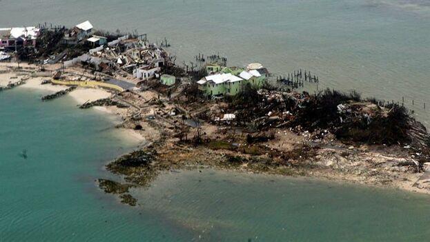 Bahamas ha quedado arrasada y la cifra de siete víctimas mortales parece quedar escasa. (EPA/PO2 ADAM STANTON/US COAST GUARD)
