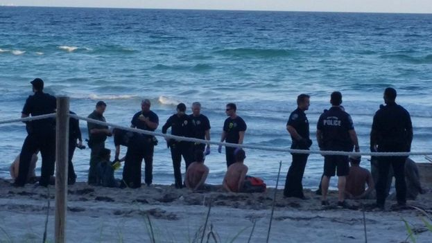 Balseros cubanos llegan a Florida (Daily News)