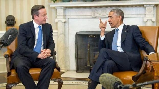 El presidente estadounidense Barack Obama, junto al primer ministro británico, David Cameron, durante su reunión en el Despacho Oval de la Casa Blanca en Washington (EFE).