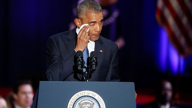 Barack Obama se despide emocionado en su último discurso al pueblo estadounidense desde Chicago. (EFE/Kamil Krzaczynski)