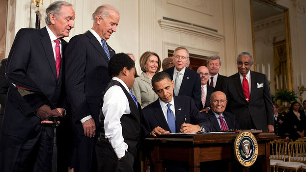 Barack Obama firmó la ley de Salud conocida como 'Obamacare' en 2010. (Pete Souza/CC)