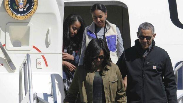 Barack Obama regresa a Estados Unidos junto a su familia, después de concluir un viaje a Cuba y Argentina. (EFE)