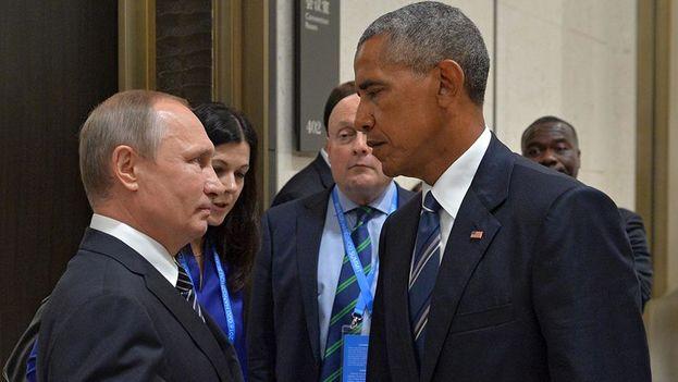 La gélida mirada con la que Barack Obama demostró el estado de las relaciones bilaterales a su homólogo ruso Vladímir Pútin. (EFE)