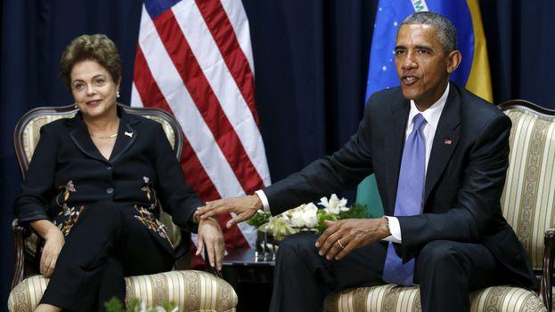 Barack Obama y Dilma Rousseff durante la Cumbre de las Américas en Panamá. (EFE)