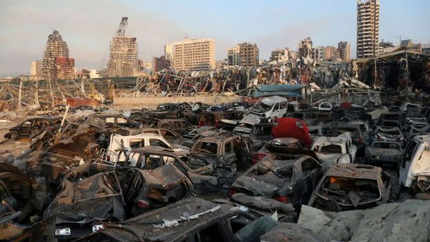 Así quedó el puerto de Beirut tras la violenta explosión de este martes. (EFE/EPA/Ibrahim Diran)