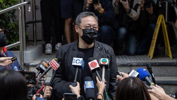 El activista Benny Tai Yiu-ting en la comisaría de Ma On Shan. (EFE/EPA/Jérôme Favre)