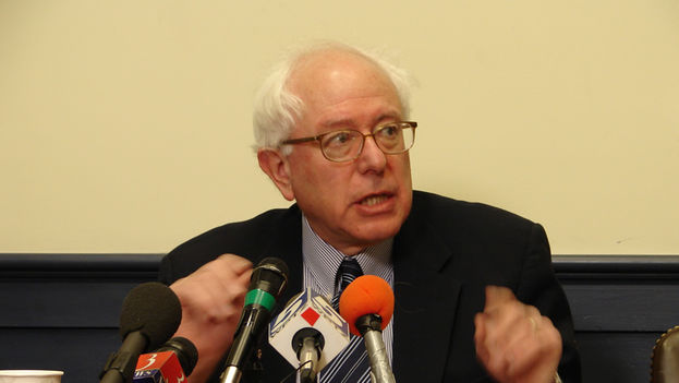 Bernard Sanders en una rueda de prensa. (CC)