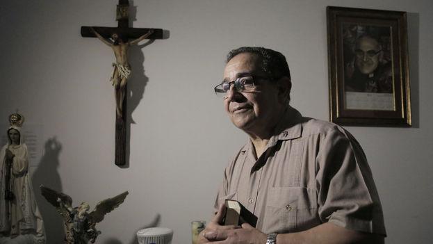El diácono Víctor Berrío, quien dirige Cáritas en Ciudad de Panamá y auxilió a miles de cubanos. (José A. Iglesias)
