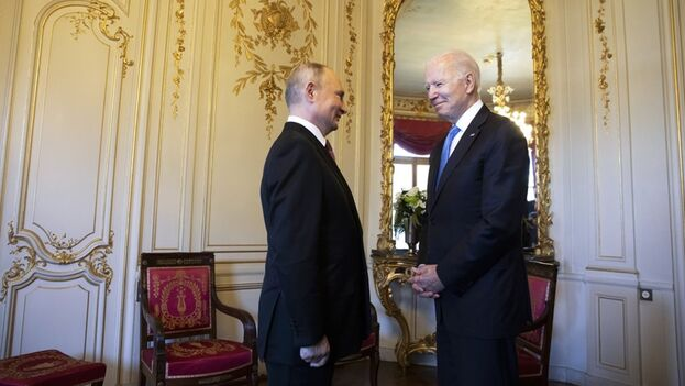 Biden y Putin en Ginebra durante su reunión de este 16 de junio. (EFE)