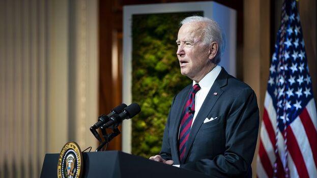 """Biden se comprometió a duplicar para 2024 los fondos que dedica anualmente a financiar iniciativas verdes en países en desarrollo, algo que puede """"evitar los costos de desastres y conflictos"""". (EFE)"""