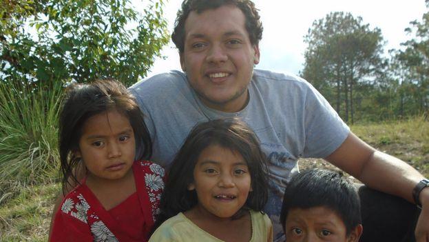 Bismarck Badilla López durante la misión en las comunidades Mactzules de Guatemala. (14ymedio)