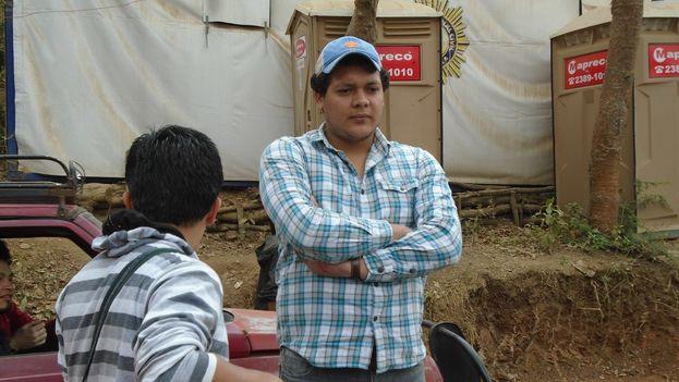 Bismarck Badilla en la comunidad La Puya, a las afueras de ciudad Guatemala. (14ymedio)