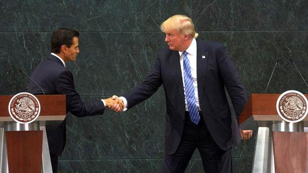 El presidente electo Donald Trump saluda a su homólogo mexicano Enrique Peña Nieto. (EFE)