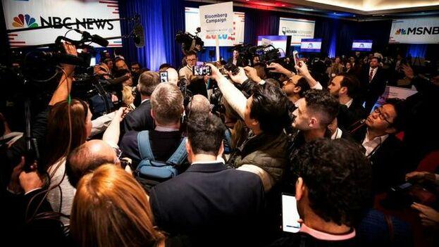 Bloomberg ignoró los ataques y fue el que menos tiempo habló de los seis participantes en el debate. (EFE/EPA/Etienne Laurent)