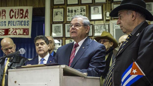 El senador Bob Menéndez durante una presentación en Florida. (EFE)