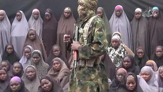 Boko Haram dice que algunas de las niñas de Chibok han muerto en bombardeos del Gobierno. (CC)