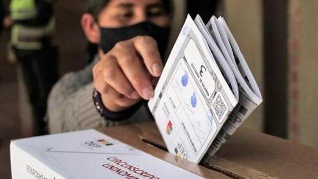 """Bolivia celebra este domingo el proceso electoral """"más complejo"""" de su historia democrática. (Cubasí)"""