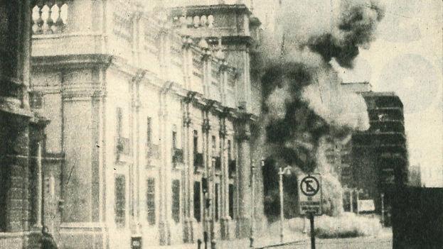 Bombardeo por la Junta militar del Palacio de la Moneda, el 11 de septiembre de 1973. (CC)
