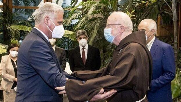 El cardenal de Boston mantuvo encuentros de tipo político, no solo religiosos. (EFE/ Estudio Revolución/CubaDebate)