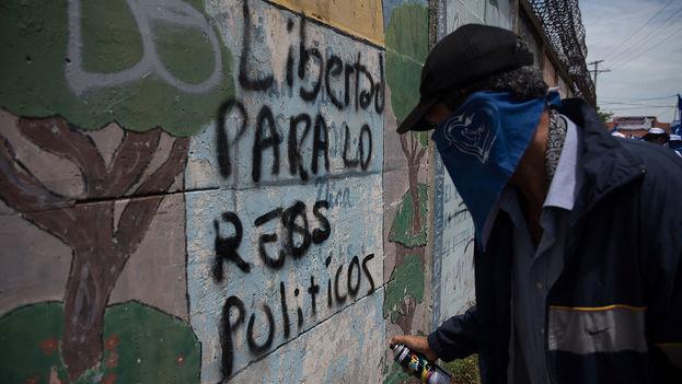 Los jóvenes Brandon Lovo y Glen Slate fueron declarados culpables el 28 de agosto, convirtiéndose así en los primeros presos políticos procesados por el Gobierno de Daniel Ortega. (Carlos Herrera/Niú)