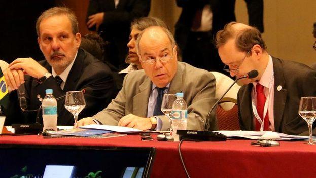 El canciller de Brasil, Mauro Viera, asiste a la reunión de cancilleres de los países que integran el Mercosur. (EFE/Andrés Cristaldo Benítez)