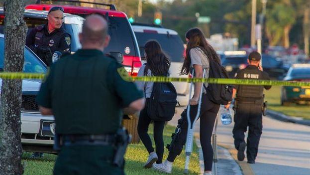 Un tiroteo en una escuela de Broward dejó el miércoles 17 muertos y unos 20 heridos. (EFE)