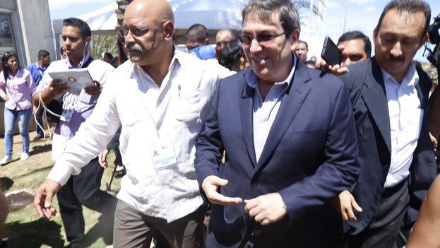 Bruno Rodríguez fue el primer canciller en hacer declaraciones a su llegada a Margarita para la Cumbre. (@vencancilleria)
