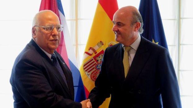El vicepresidente de Cuba, Ricardo Cabrisas, y el ministro español de Economía, Luis de Guindos, en su encuentro de este viernes. (Ministerio de Economía y Competitividad)