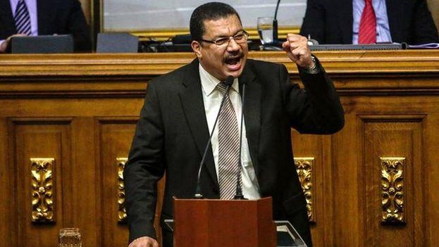 Simón Calzadilla, secretario general del Movimiento Progresista de Venezuela rechaza participar en las en la elección de alcaldes que se celebrará en diciembre. (EFE)