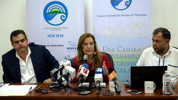 La presidenta de la Cámara Nacional de Turismo, Lucy Valenti, en conferencia de prensa. (EFE)