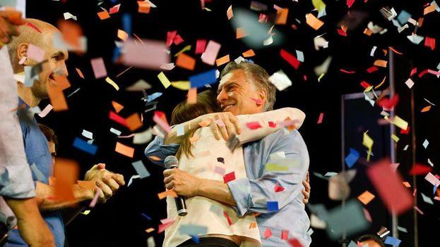 Cambiemos, con el presidente Macri a la cabeza, celebra el triunfo obtenido anoche en Argentina. (Cambiemos/Facebook)
