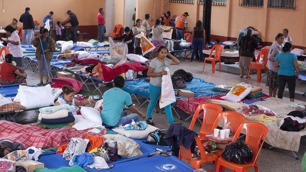 172 afectados por deslizamiento en El Cambray II se encuentran en el albergue de Santa Catarina Pinula. (@ConredGuatemala)