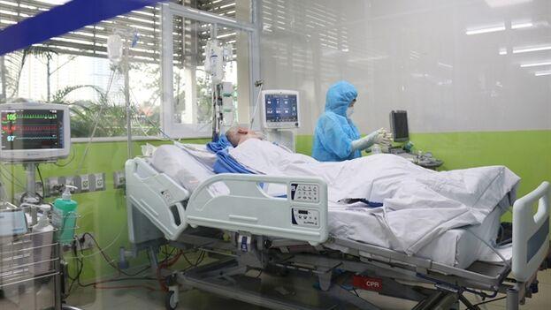 Cameron ya es capaz de ponerse en pie por sí mismo y hablar con los médicos. (VNA/VNS)