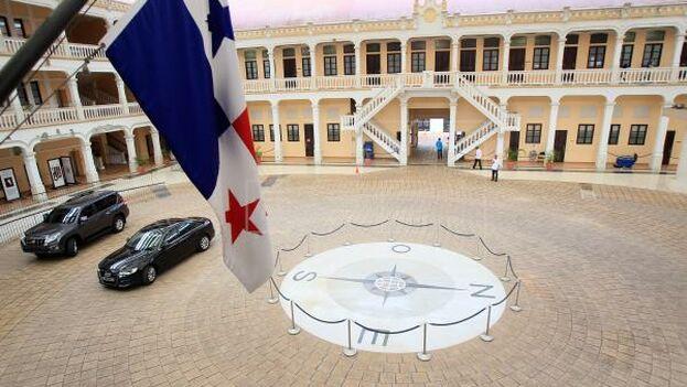 """La Cancillería panameña informó de que """"luego de agradecer a Panamá"""" su estancia """"como huéspedes"""" el grupo de 16 militares comunicó su decisión de retirarse de la sede diplomática. (EFE)"""